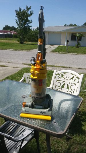 Dyson DC14 All-Floors Bagless Cyclone! for Sale in Tarpon Springs, FL
