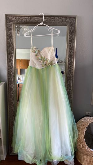 Mac Duggal Prom Dress (size 8-10). for Sale in Portland, OR