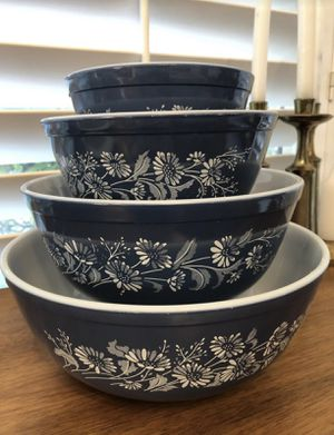 Pyrex mixing bowl set for Sale in St. Petersburg, FL
