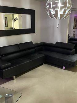 SECTIONAL NEW IN BOX BLACK Sofa Couch MUEBLE ELE NUEVO EN SU CAJA for Sale in Miami,  FL