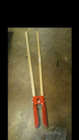 Post, hole digger...$18...Low ballers will be ignored.... for Sale in Fontana, CA