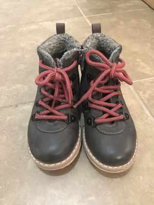 Girls winter boots size 10 for Sale in Mustang, OK