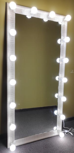 Full body mirror for Sale in Melrose Park, IL