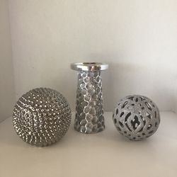 🙋♀️ 3 Pc Silver Candle Holder And 2 Balls for Sale in Hollywood,  FL