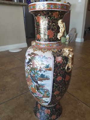 Auntique Chinese Vase with Small Chip for Sale in North Las Vegas, NV