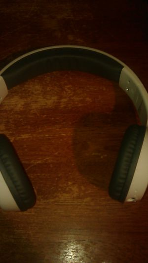 Wireless headphones for Sale in Bakersfield, CA