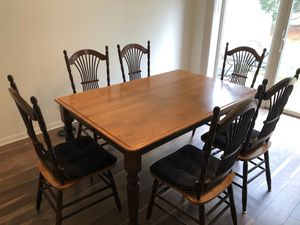 Solid wood dining room/kitchen table for Sale in Monroe Township, NJ