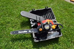"""Homelite 18"""" 45cm Chainsaw for Sale in Belmont, MA"""
