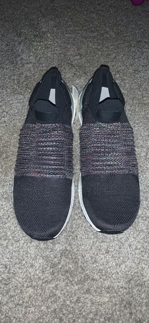 Adidas Laceless Adidas Ultra Boost for Sale in Raleigh, NC
