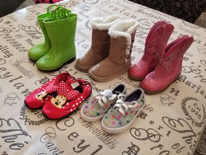 Size 7 girls shoes and boots for Sale in Lake Stevens, WA