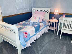 Girls bedroom set for Sale in Arnold, MO