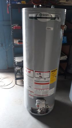 Water heater gas propane L.P 40 gallons for Sale in Bakersfield,  CA