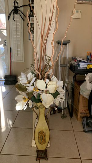 Vase and artificial flowers for Sale in Beaumont, CA
