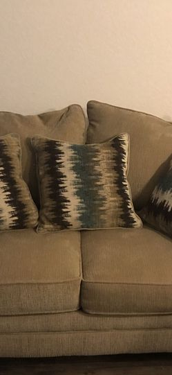Couch and loveseat for Sale in Miami,  FL