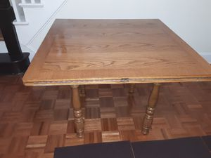 OAK WOOD DINING TABLE STURDY WITH EXTENDABLE LEAF for Sale in Queens, NY