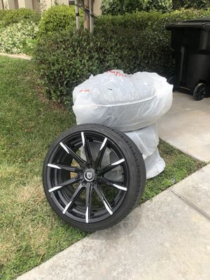 Black and White Lexani CSS Rims and tires for Sale in Upland, CA