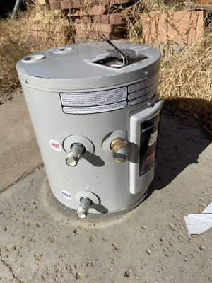 Electric 6 gallon water heater 110 V 2018 for Sale in Perris, CA