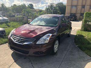 Nissan altima 2011 2.5L almost new. for Sale in Miami, FL