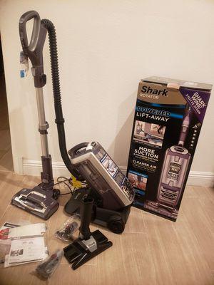 Shark Vacuum cleaner LIFT-AWAY for Sale in Henderson, NV