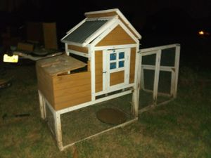 Chicken coop. 6 ft long x4 ft hi for Sale in Kennedale, TX