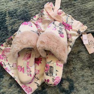 Victoria's Secret Slippers/ Pantunflas Victoria's Secret for Sale in Salinas, CA