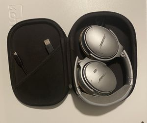 BOSE QUIET COMFORT 35 NOISE CANCELING WIRELESS HEADPHONES for Sale in Maple Valley, WA