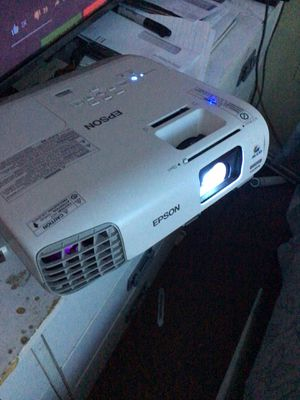 EPSON HOME CINEMA PROJECTOR. for Sale in Bellflower, CA