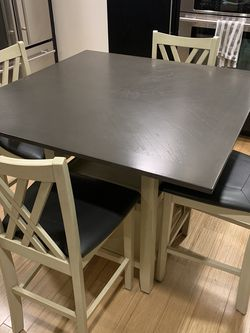 Kitche Table + 4 Chairs for Sale in Seattle,  WA