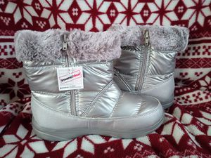 Women's Everlast Piper snow boots sz 5 shipping only no pickup for Sale in Apalachicola, FL