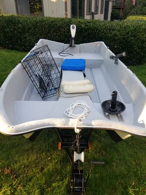 10' Livingston and trailer with 50lb thrust MinnKota electric motor for Sale in Auburn, WA