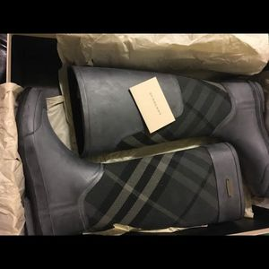 Burberry rain boots - Gorgeous 🤩 for Sale in Tampa, FL