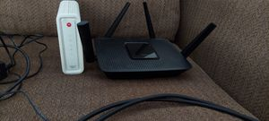 Ea 8300 router with Motorola Surfboard modem for Sale in Richmond, TX