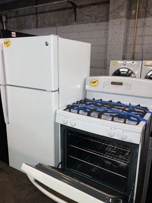 GE 2pc set: GE top freezer refrigerator & gas stove in excellent condition with 4 months warranty for Sale in Baltimore, MD