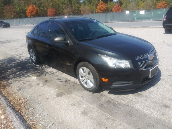 2013 Chevy Cruze LS 4 cylinders 112 k miles 4 cylinders