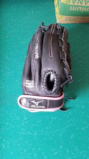 Girls softball glove for Sale in Modesto, CA