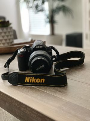 Nikon D3100 Digital DSLR Camera with 18-55mm lens for Sale in Fort Myers, FL