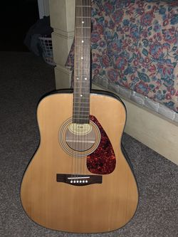 Yamaha Acoustic Guitar F 325 for Sale in Tampa,  FL