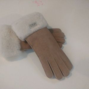 UGG Ladies Large Gloves for Sale in Silver Spring, MD