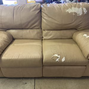 Free Recliner Couch for Sale in Salem, OR