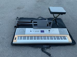 Yamaha YPG-635 Electric Piano Keyboard with stand and seat for Sale in Chicago, IL
