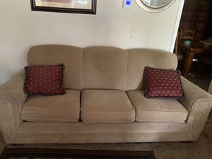 Full size couch for Sale in Collinsville, OK