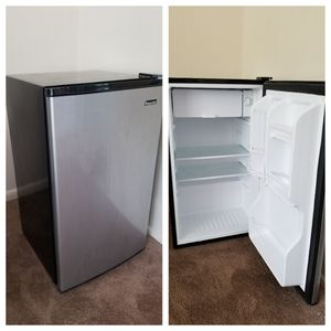 3.5 cu.ft. Stainless Steel and Black Fridge for Sale in Bowie, MD