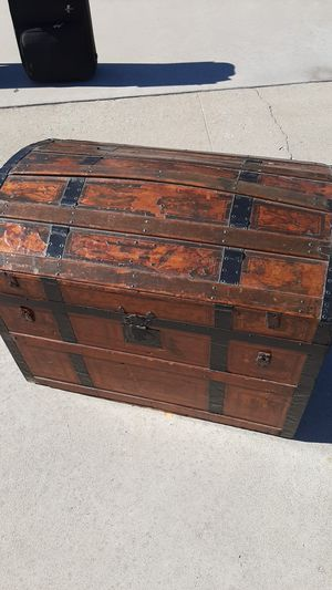 Old steamer trunk for Sale in Downey, CA