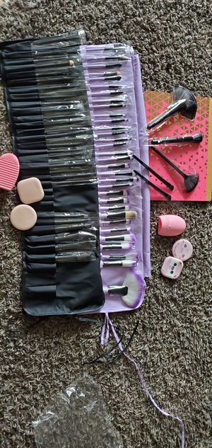 32 brand new makeup brushes for Sale in Victorville, CA