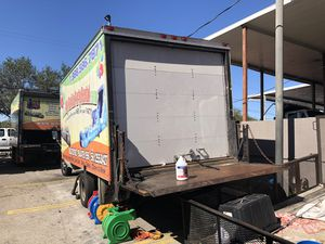 98 Ford 350 box truck for sale. damaged engine for Sale in Medley, FL