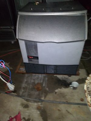 Under-counter ice o matic ice machine for Sale in Houston, TX