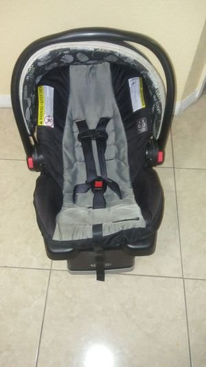 Graco car seat with base for Sale in Miami, FL