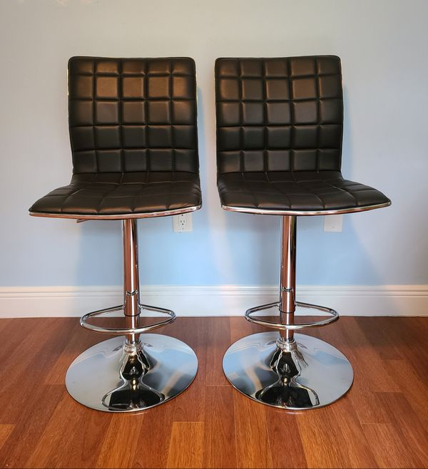 Bar stools in black