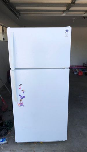 Kenmore refrigerator for Sale in Fowler, CA