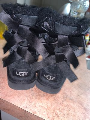 Toddler UGG's authentic Gently worn Size 6C for Sale in Indianapolis, IN